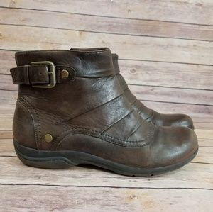 Clarks 9 Brown Leather Booties Ankle Boots